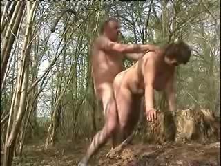 porno-v-lesu-dvuh-bab